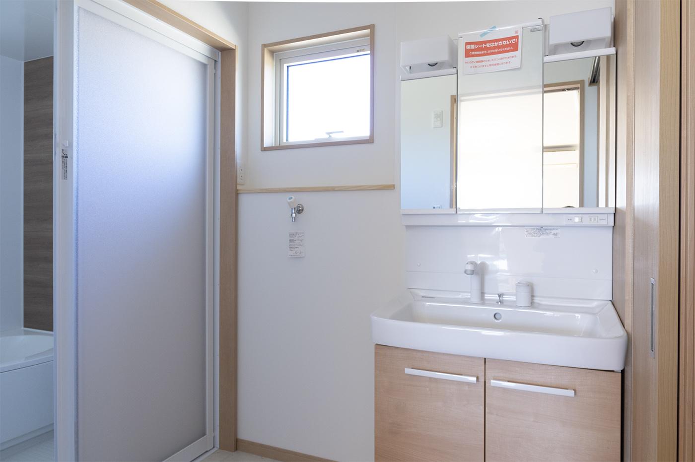 脱衣場と洗濯機スペース